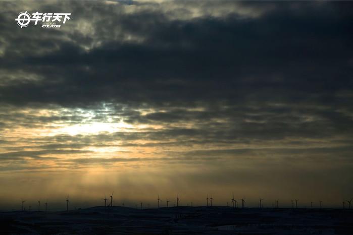 冬季逃离雾霾 草原天路体验冰雪世界